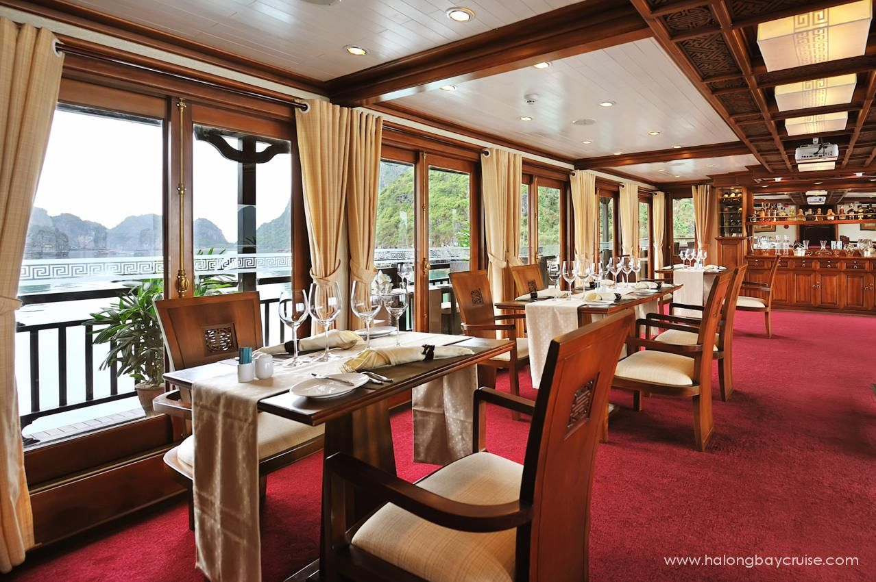 30.Peak-Dining-Room