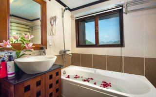 Bathroom on Suite cabin