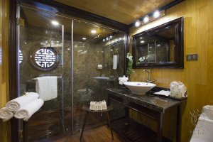 Planet Suite Bathroom